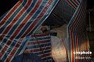学生在临时搭建的防震棚中睡觉
