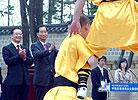 两国总理观赏少林功夫
