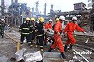 消防官兵在现场救援