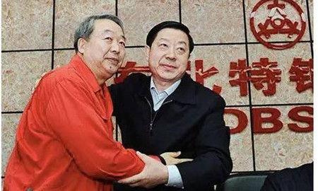 杨华(右)与东北特钢原董事长