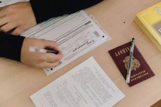 俄罗斯高考的作文命题专注探讨文学问题。350个词的要求看似不难,实际上呢?