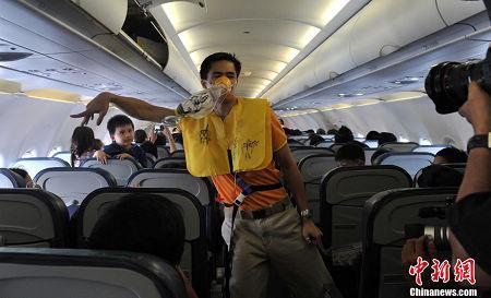 菲律宾空姐在飞机上热舞做安全演示的视频火爆
