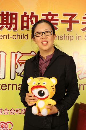 和谐家庭基金项目执行人、《时尚家居》杂志的主编殷智贤做客新浪教育