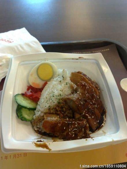 中午餐。在考场都快被冷傻了~吃到点热的东西真的内牛满面~(拍摄:Mr-Xiaowen)