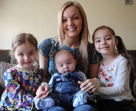 Lowri Dearsley的三个子女竟然都是在同一时刻出生的。