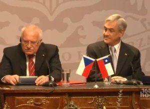 捷克总统偷笔视频被热传
