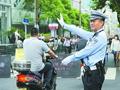 上海警车逆向开道送考