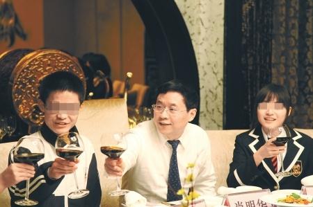 尖子生与校长共进晚餐