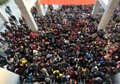 安徽大学考点考生准备入场
