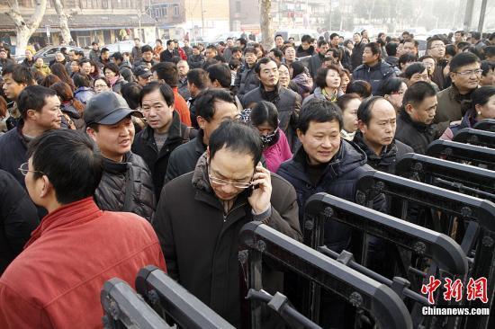 """2月11日,由清华大学等7所著名高校组成的""""华约""""自主招生联盟和由北京大学等11所高校组织的""""北约""""综合性大学自主选拔录取联合考试在全国各省区市同时开考。中新社发 阿董 摄 图片来源:CNSPHOTO"""