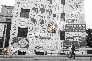 小洲村街道上到处都是高考培训画室的广告。