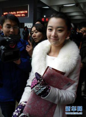 泸州女孩刘芷微北影初试,被评最美考生遭围观,一时间,她甚至有了自己的微博粉丝会、后援团,新浪微博的粉丝数以每天近两千的速度暴涨。
