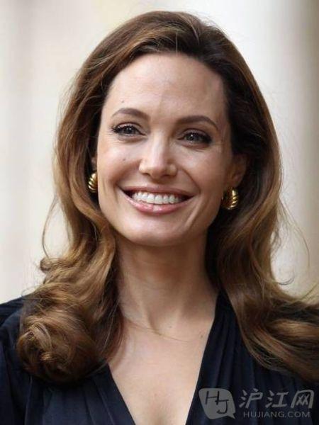 安吉丽娜朱莉切除双侧乳腺 降低患癌风险
