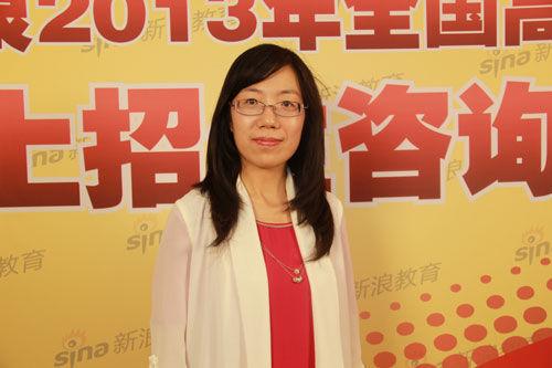 西南政法大学学生处副处长张亚做客新浪