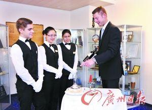 國外的酒店管理學校會給學生提供豐富的實踐機會。