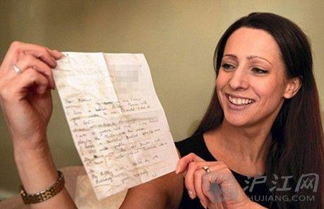 女孩10岁放漂流瓶 23年后收到回信双语
