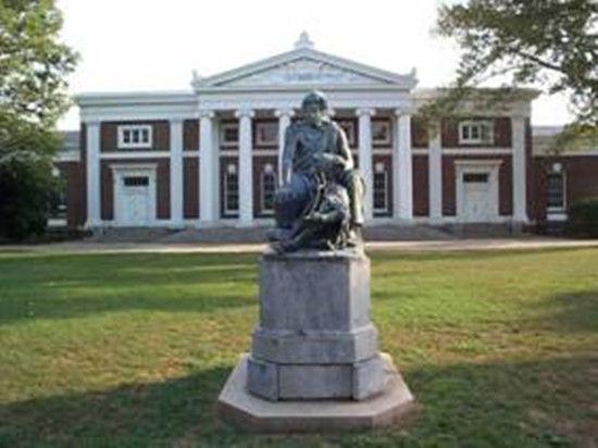 弗吉尼亚大学:荷马雕塑