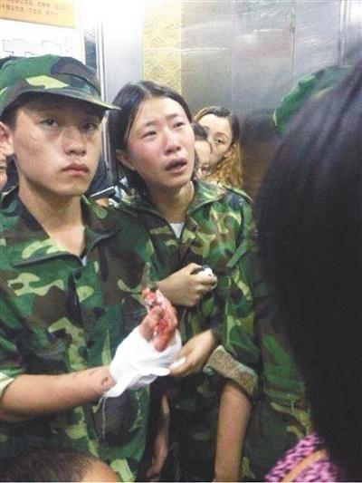 24日,湖南龙山县皇仓中学受伤的学生。