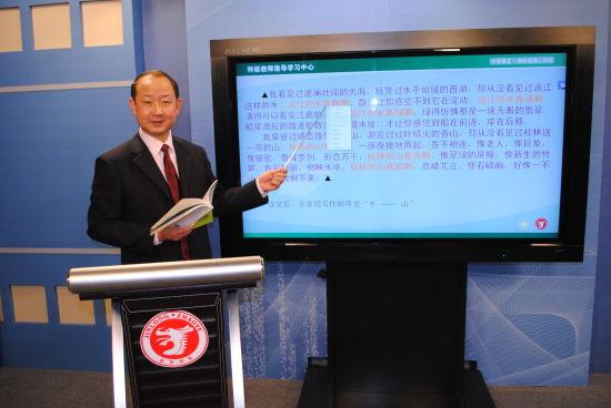 陈延军,北京师范大学实验小学语文老师。图为陈老师讲课