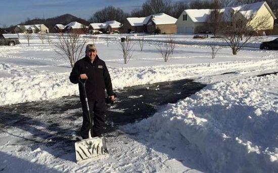美国熊孩子推特喊校长去给他家扫雪-美国高中网