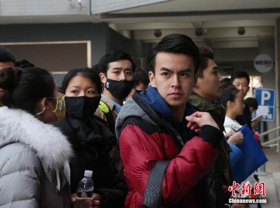 3月17日,北京电影学院艺考复试,俊男靓女云集校园。 中新社发 刘宪国 摄 图片来源:CNSPHOTO