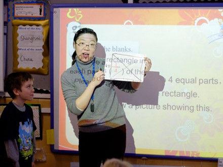双语:学生数学差英国教育部引进中国教师
