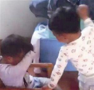 三岁男童扇同龄伙伴耳光 网络截图