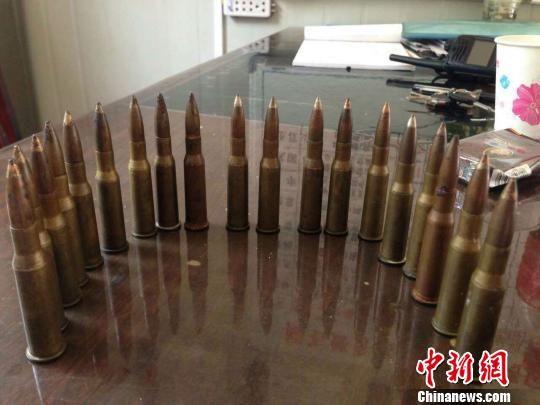 广西小学生垃圾桶检19发子弹上缴警方(图)图片