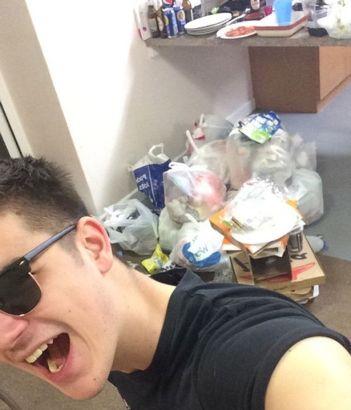 """英国大学生宿舍脏乱不堪 被批""""世界垃圾袋"""""""