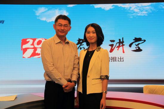中山大学招办副主任许粤老师(左)做客新浪