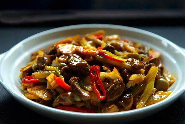 第五天午餐:酸菜炒鸡杂