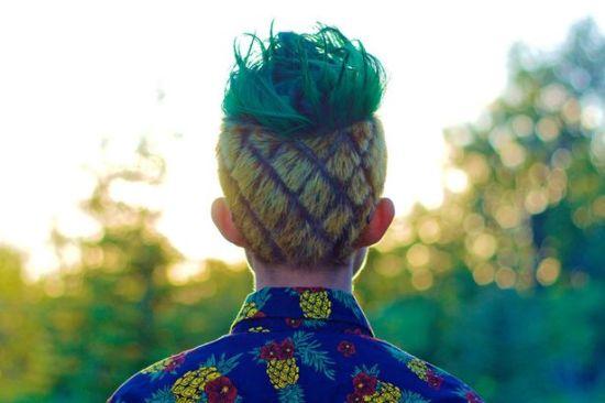 加拿大少年因打赌失败将头型整成菠萝状(图)图片