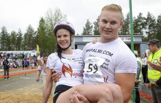 今年的冠军得主――帕维宁和他的新老婆维亚宁。(网页截图)