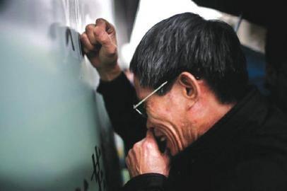 2013年一审宣判后,林父失声痛哭。