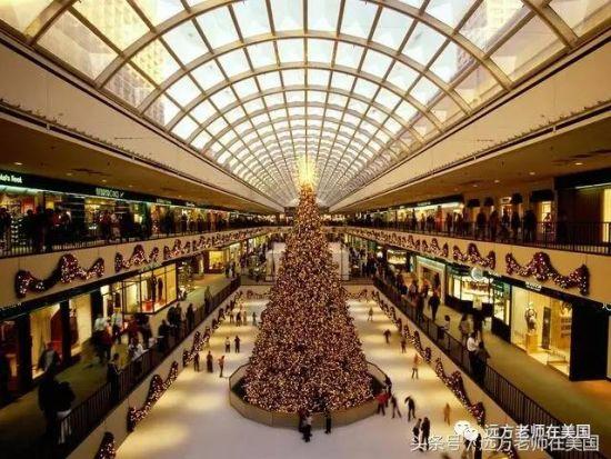休士顿一家大型购物中心里的圣诞树。