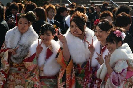 实拍:日本成人式上的喜庆事(组图)