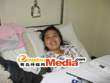 青岛一考生考研临近出车祸病房里设考场(图)