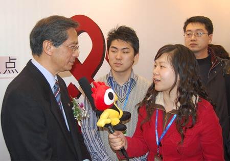 图文:香港理工大学校长接受新浪考试频道专访