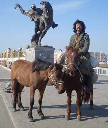 只身一人骑马穿越欧亚大陆(组图)