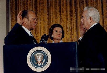 1974年福特就任总统宣誓(组图)