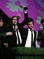 莱昂国王获国际最佳团体、专辑