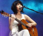 王若琳自弹自唱