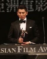 本木雅弘凭《入殓师》获最佳男主角