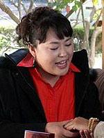 李菁菁饰富婆白丽华