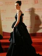 祖里尔黑裙秀美背
