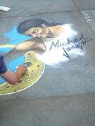 粉丝街头作画