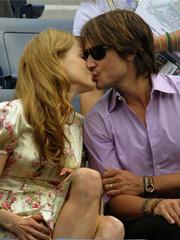 妮可与老公热吻秀恩爱