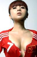 足球宝贝戴雪儿拍写真