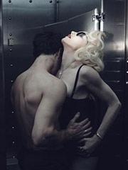 麦当娜肉搏赤裸男模