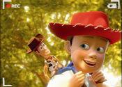 安弟与胡迪欢度童年时光